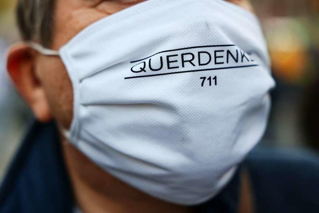 Symbolbild: Querdenker mit Maske  | Foto: YANN SCHREIBER (AFP)