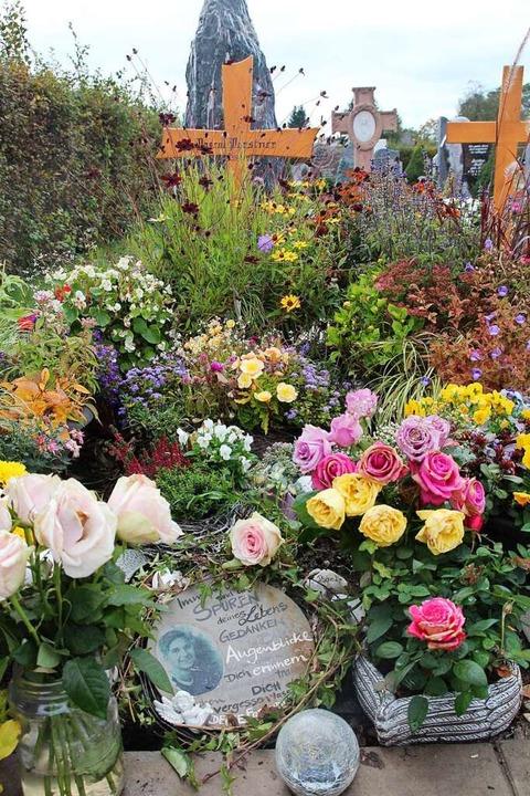 Blumen an Pascals Grab  | Foto: Michael Saurer