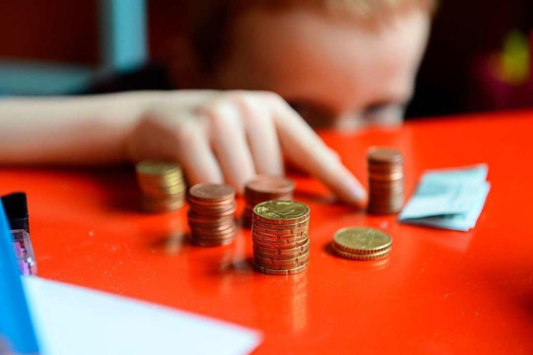 Armut – eine Folge relativ geringer Einkommen.   | Foto: Jens Kalaene (dpa)