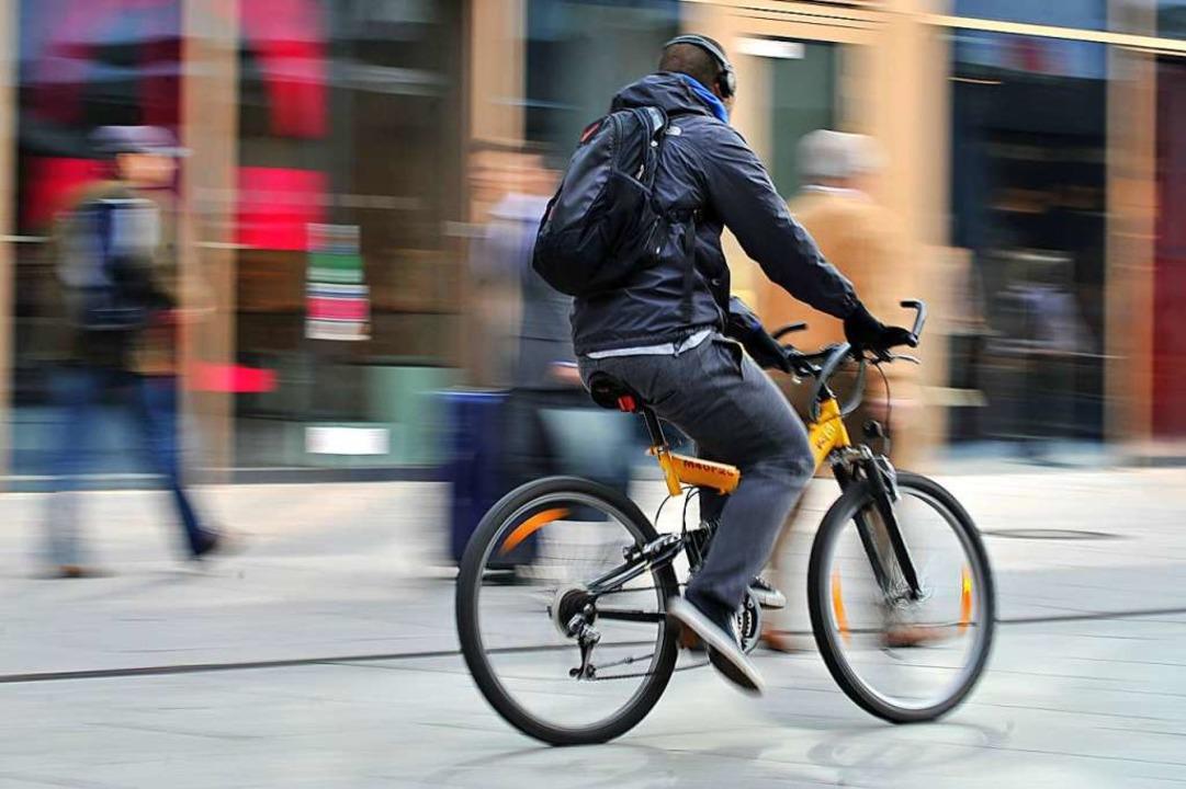 Radfahren in der Fußgängerzone bleibt ein strittiges Thema.  | Foto: Emily Wabitsch