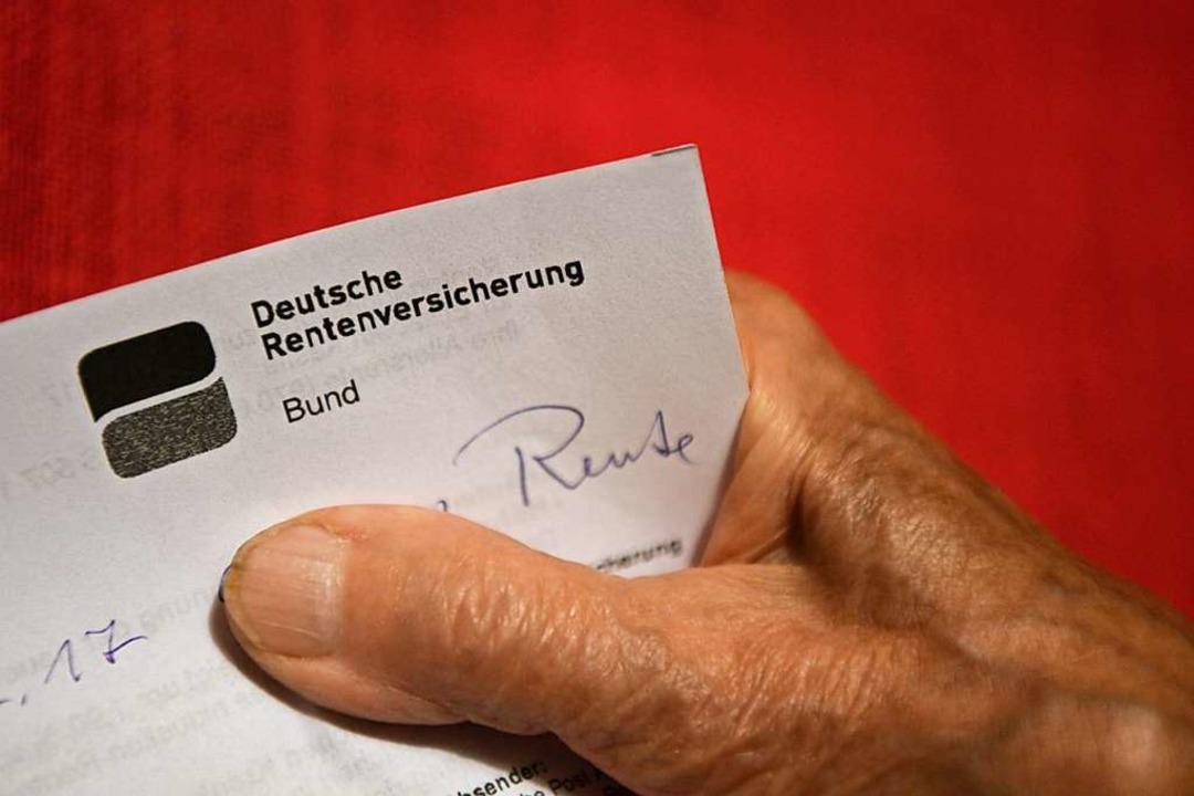 Beamte sollen nach dem Willen des CDU-...etzliche Rentenversicherung einzahlen.  | Foto: Felix Kästle (dpa)
