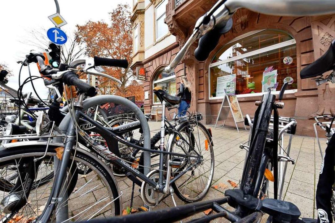 Nicht alle Räder, die teils ewig am se...n. Das erschwert dann die Beseitigung.  | Foto: Thomas Kunz