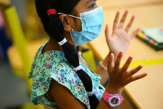Experten: Gut sitzende Masken und Lüften für Unterricht wichtig