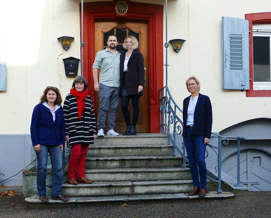 """Neue Pächter für den """"Ochsen&#82...on Immobilien Scheuermann (von links).    Foto: Martina David-Wenk"""