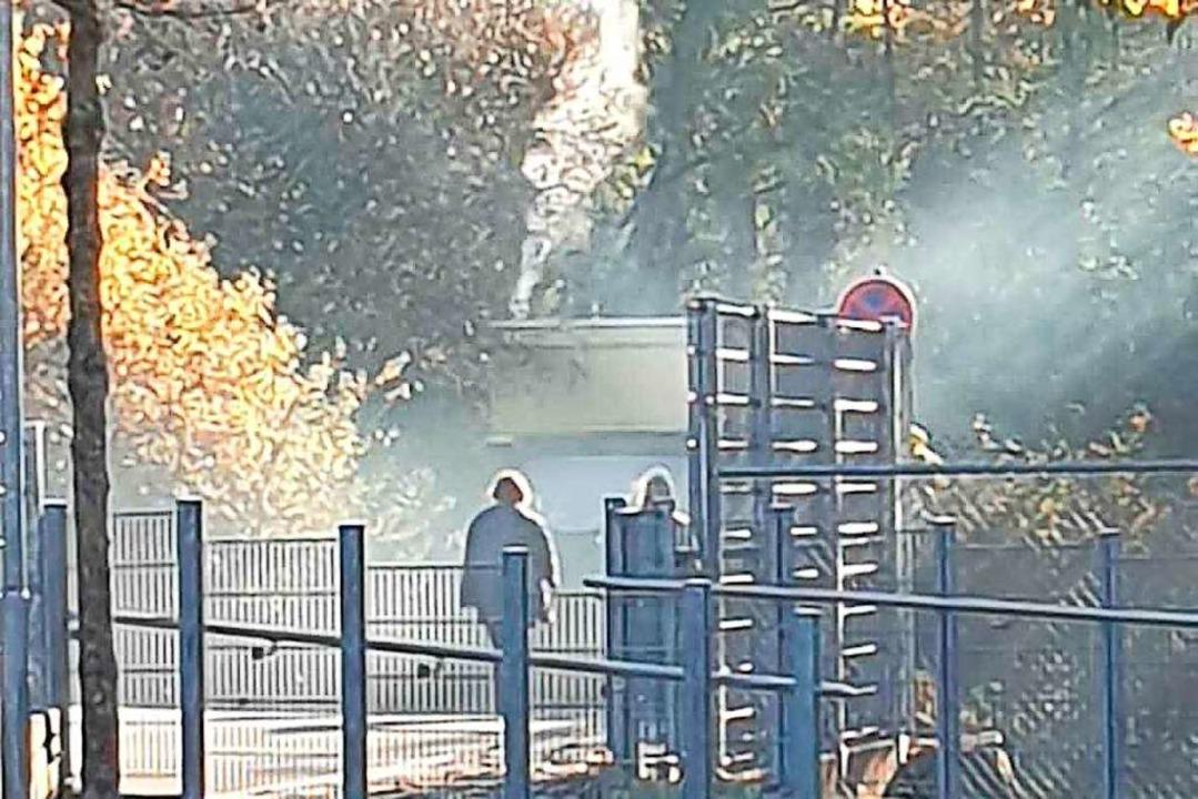 Die Wohnmobil-Bewohner heizten offensi...as zu starker Rauchentwicklung führte.  | Foto: Privat