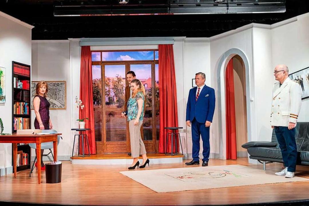 Theaterspielen mit Abstand: In der Neu...chten die Darsteller auf mehr Distanz.  | Foto: Mimmo Muscio
