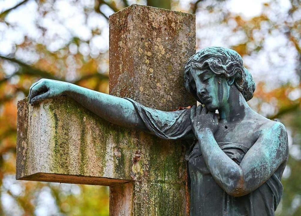 In der Krise Halt geben: Das ist Teil der christlichen Hoffnungsbotschaft  | Foto: Patrick Pleul (dpa)