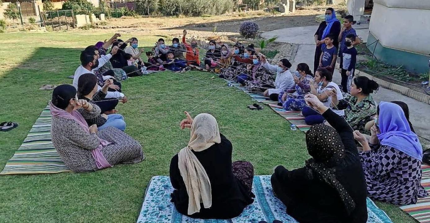 In Gesprächsgruppen können jesidische ... ihre traumatischen Erlebnisse reden.   | Foto: Zarok