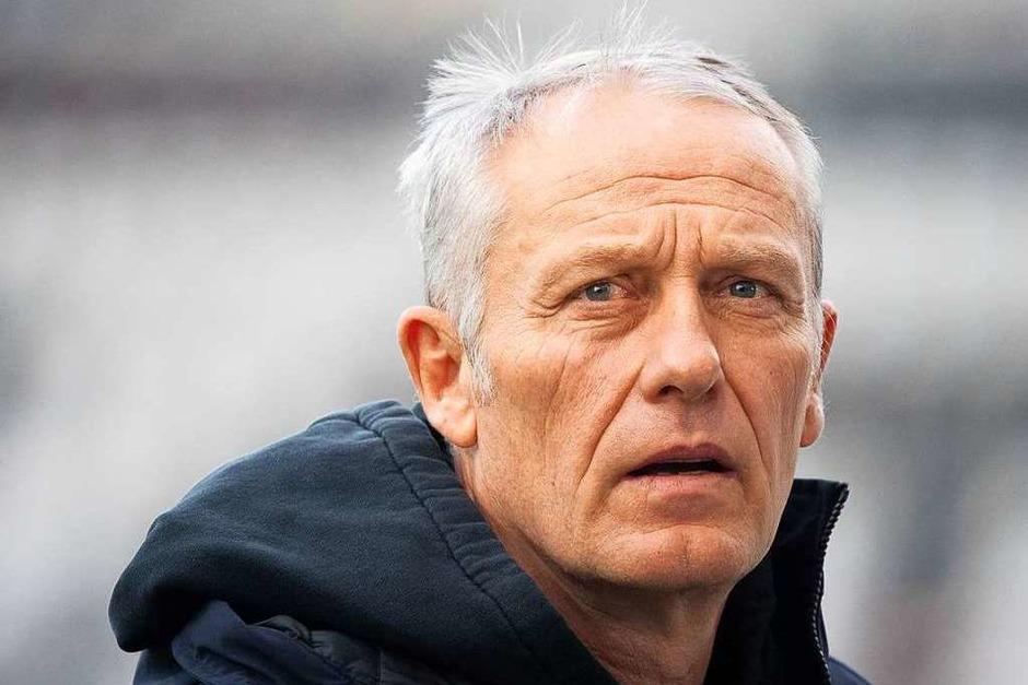 Konnte in der Anfangsphase seinen Augen nicht trauen: SC-Trainer Christian Streich musste mit ansehen, wie seine Mannschaft schon nach zwei Minuten in Rückstand geriet. (Foto: Sebastian Gollnow (dpa))