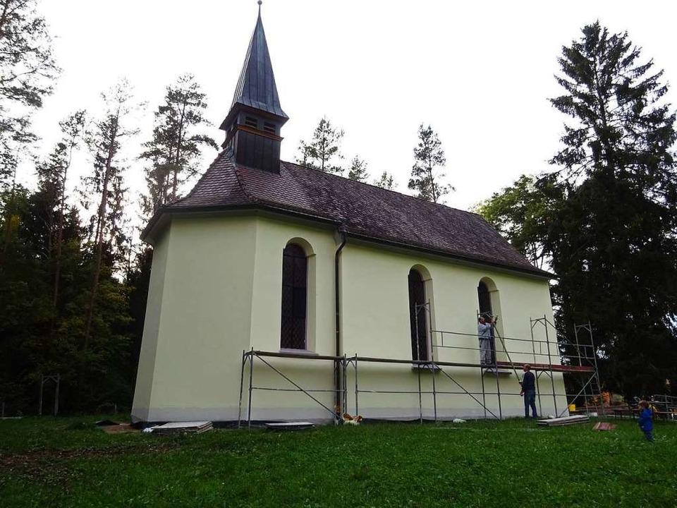 Idyllisch in die Landschaft eingebette...leine Gotteshaus, die Wolfgangkapelle.  | Foto: Stefan Kech