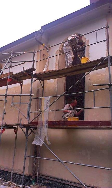 Viele hundert Stunden arbeiteten die Helfer an der Renovierung der Fassade.   | Foto: Stefan Kech