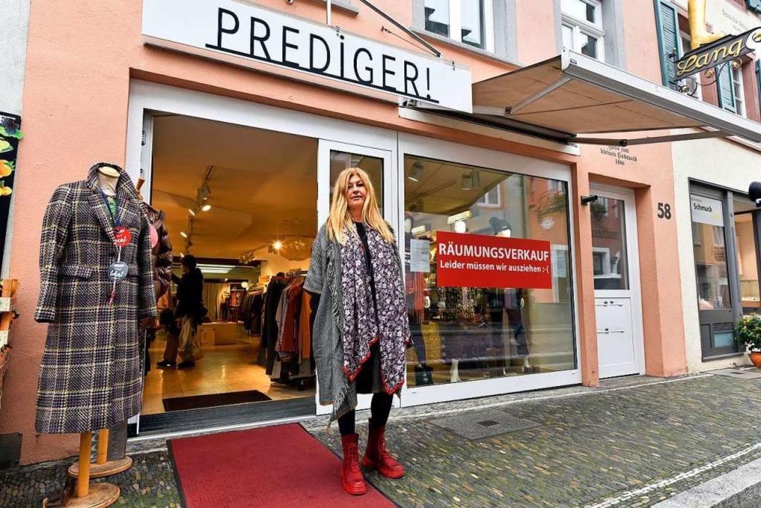 Astrid Prediger vor ihrem Laden an der Herrenstraße in der Freiburger Altstadt    Foto: Thomas Kunz