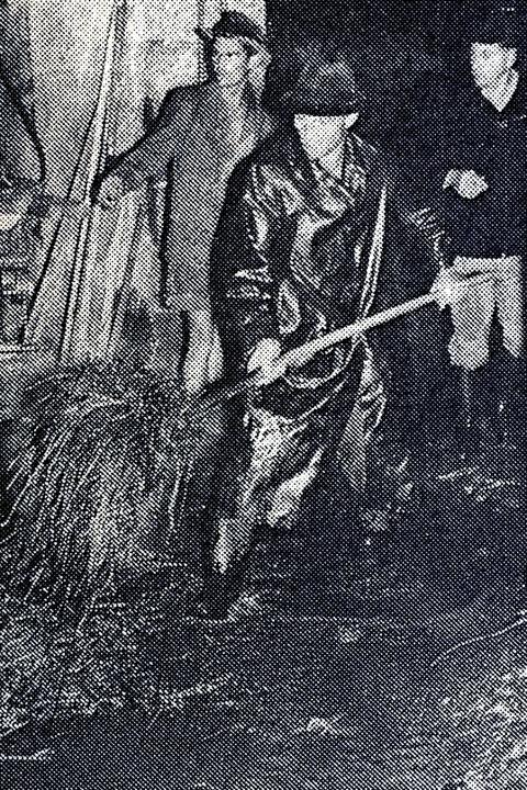 Auch im Münstertal und in Ettenheim kämpften die Leute gegen die Flut.    Foto: Bastian Bernhardt