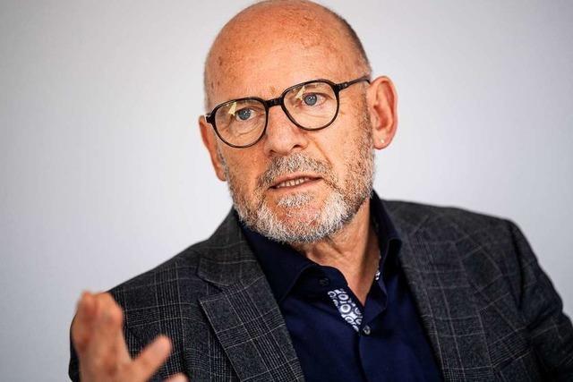 Verkehrsminister Winfried Hermann stellt sein Buch über Mobilität vor