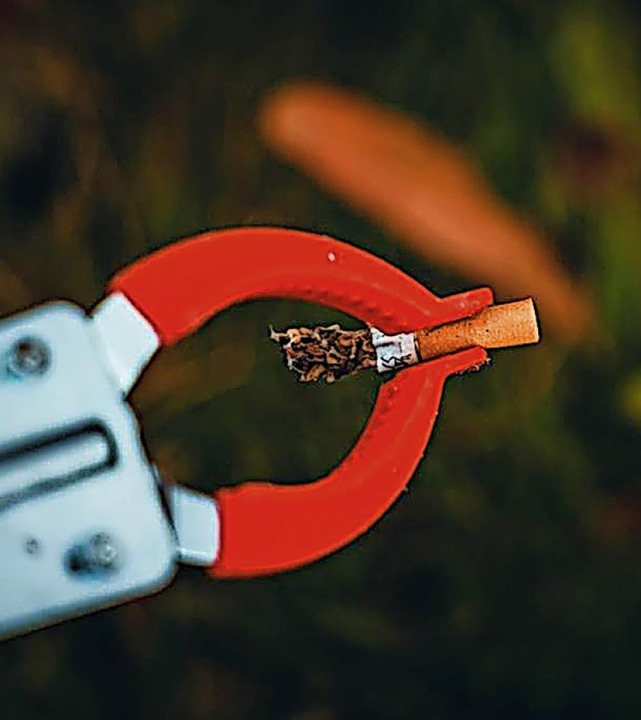 Nicht nur jede Menge Zigarettenkippen,...engagierten Naturfotografen zusammen.   | Foto: Michael Corona