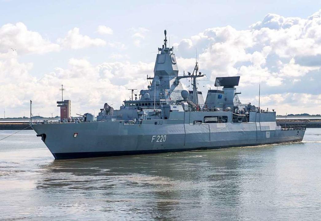Derzeit im Mittelmeer vor Libyen im Einsatz: die Fregatte Hamburg   | Foto: Sina Schuldt (dpa)