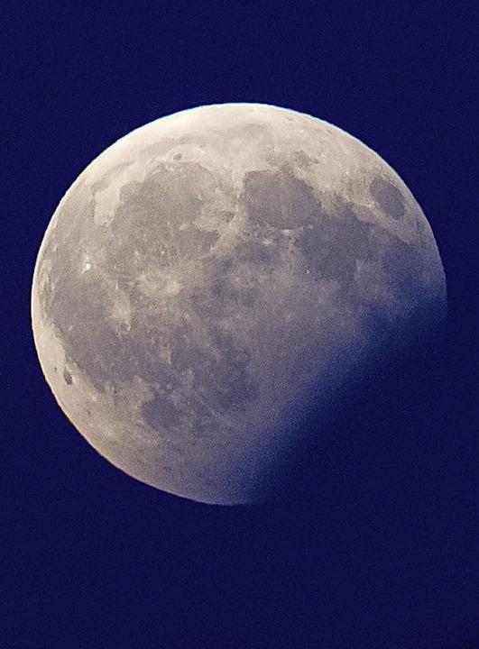Zuletzt  hat  die sowjetische Luna-24-...Jahr 1976 Mondstaub zur Erde gebracht.    Foto: Sven Hoppe (dpa)
