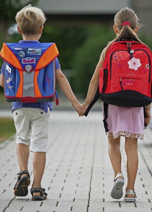 Bei Kindern und Jugendlichen müssen im...renge Maßgaben gelten, sagen Experten.  | Foto: Patrick Pleul (dpa)