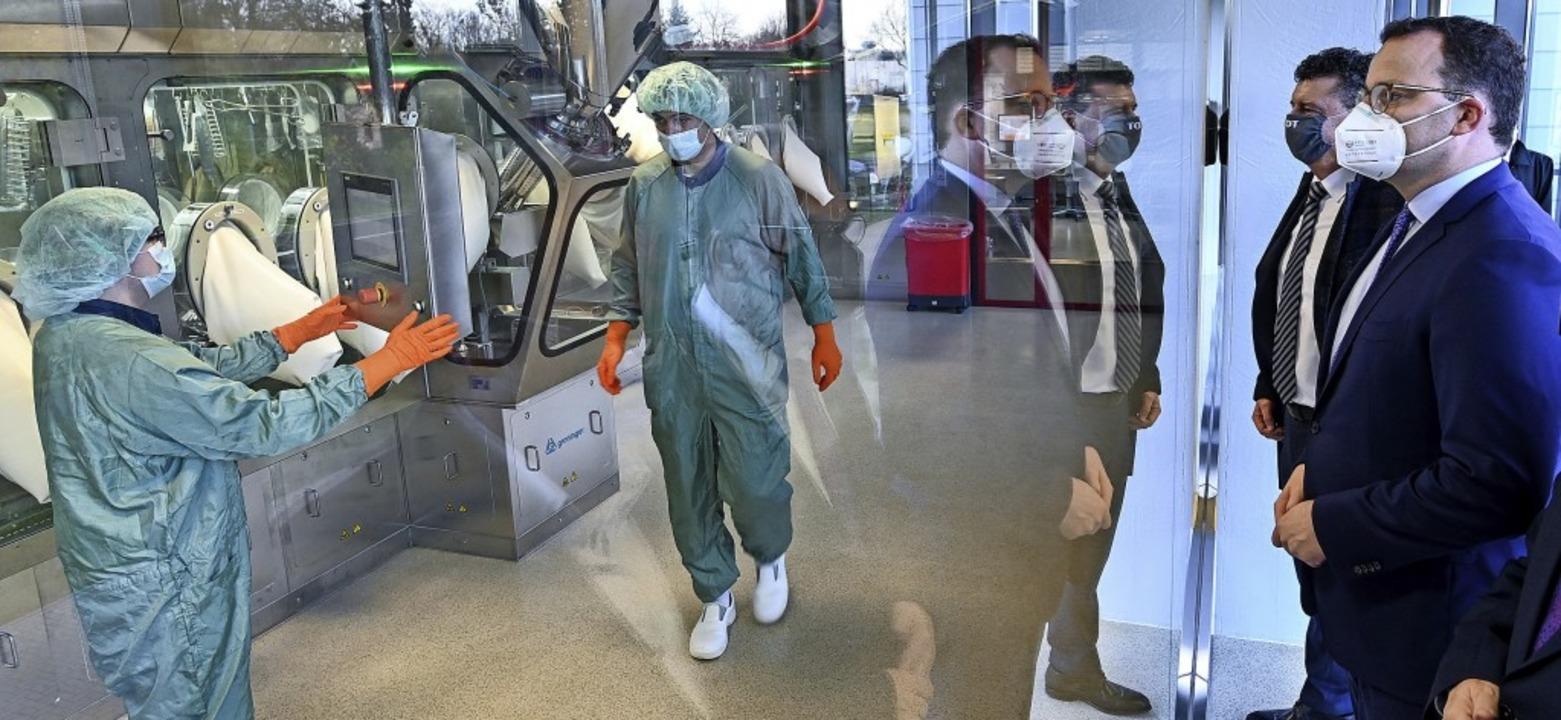 Bundesgesundheitsminister Jens Spahn (... die kommerzielle Produktion zu gehen.  | Foto: Hendrik Schmidt (dpa)