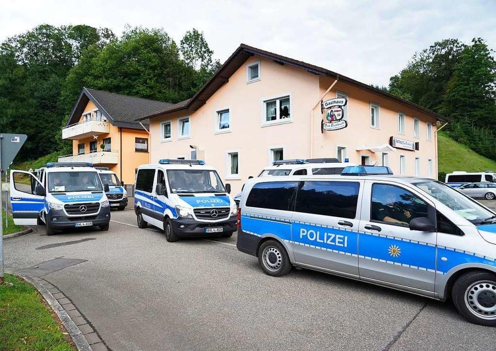 So viel Polizei wie im Juli 2020 hat d...der sich in den Wäldern versteckt hat.  | Foto: Benedikt Spether (dpa)