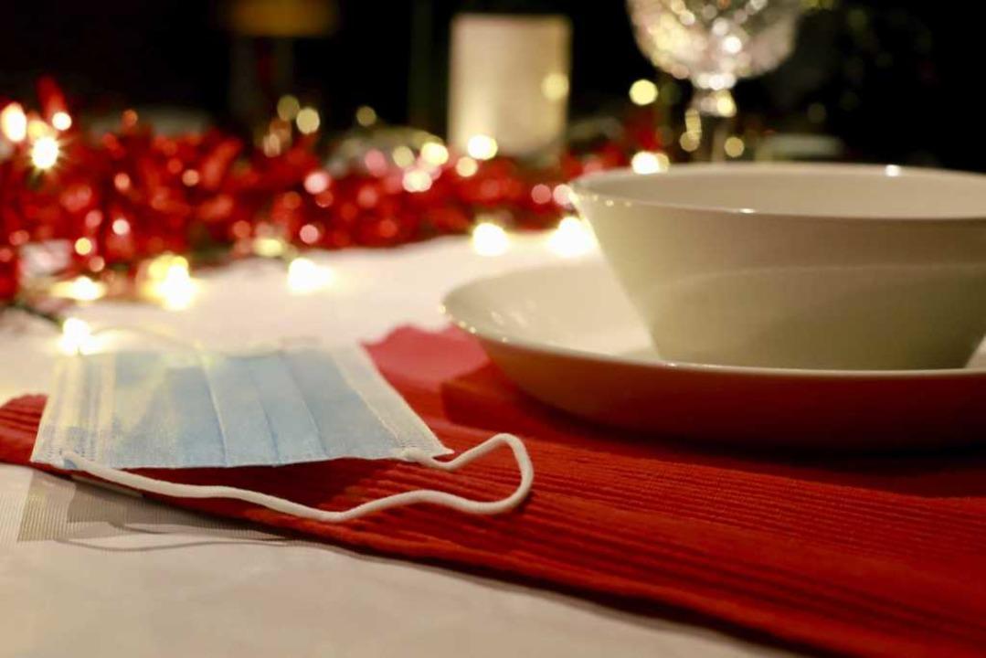 Niemand soll Weihnachten alleine feier...en wohl strenge Kontaktbeschränkungen.  | Foto: Richard Brocken (dpa)