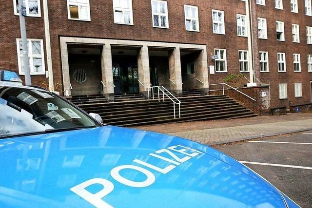 Weitere rechte Chat-Gruppe bei Polizei - zehn Beamte suspendiert