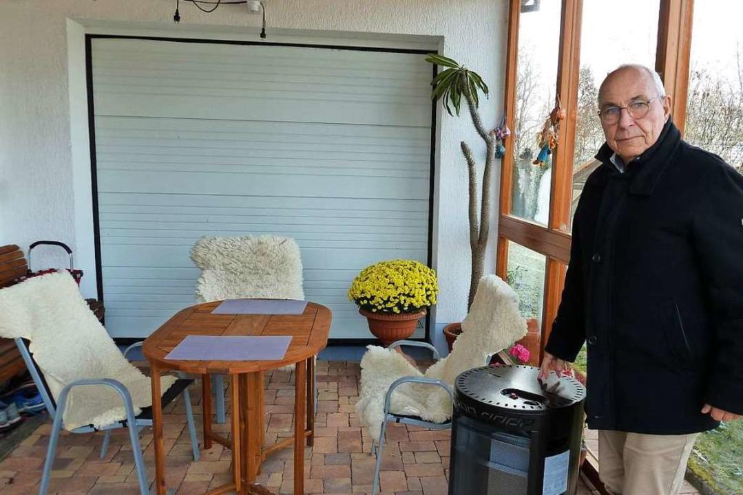 Mit einem Dach  überm Kopf, Gasofen un... im Outdoor-Büro eine Weile aushalten.    Foto: Heidrun Simoneit