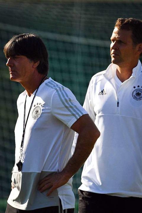 Joachim Löw und Team-Manager Oliver Bierhoff  | Foto: Ina Fassbender (dpa)