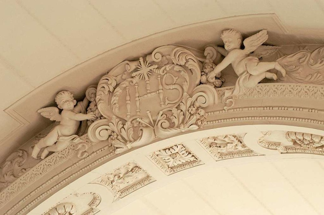 Das Symbol der Jesuiten  am Triumphbogen der Universitätskirche  | Foto: Ingo Schneider