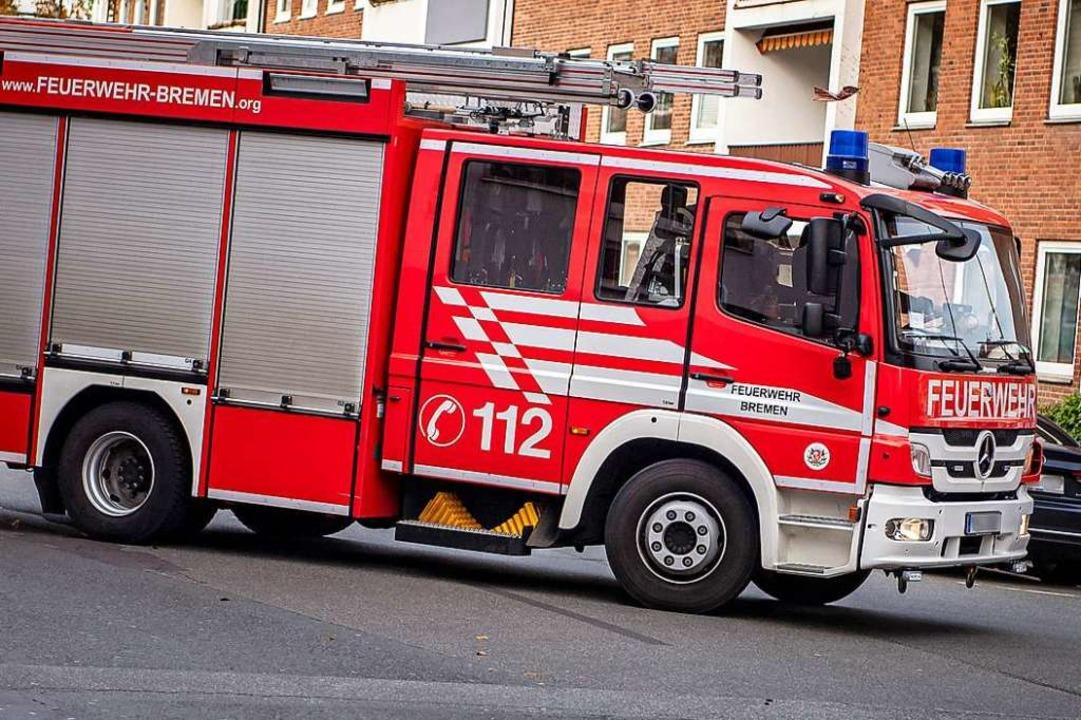 Einsatzfahrzeug der Feuerwehr Bremen f...ssistischer und sexistischer Vorfälle.  | Foto: Sina Schuldt (dpa)