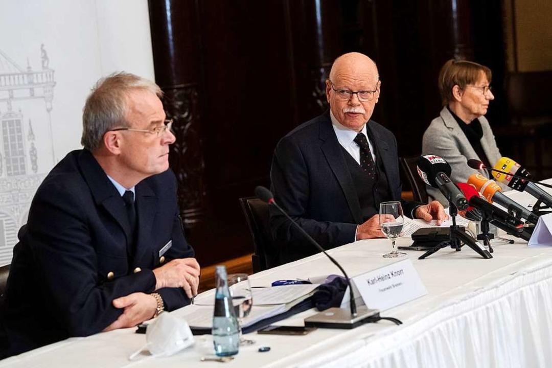 Karl-Heinz Knorr , Amtsleiter der Feue...ürfe gegen Teile der Bremer Feuerwehr.  | Foto: Sina Schuldt (dpa)