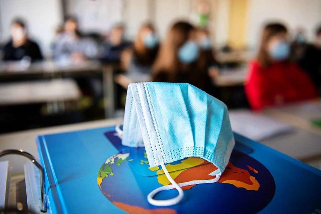 Die Mehrheit der Eltern stellt das Maskentragen im Unterricht nicht in Frage.    | Foto: Matthias Balk (dpa)