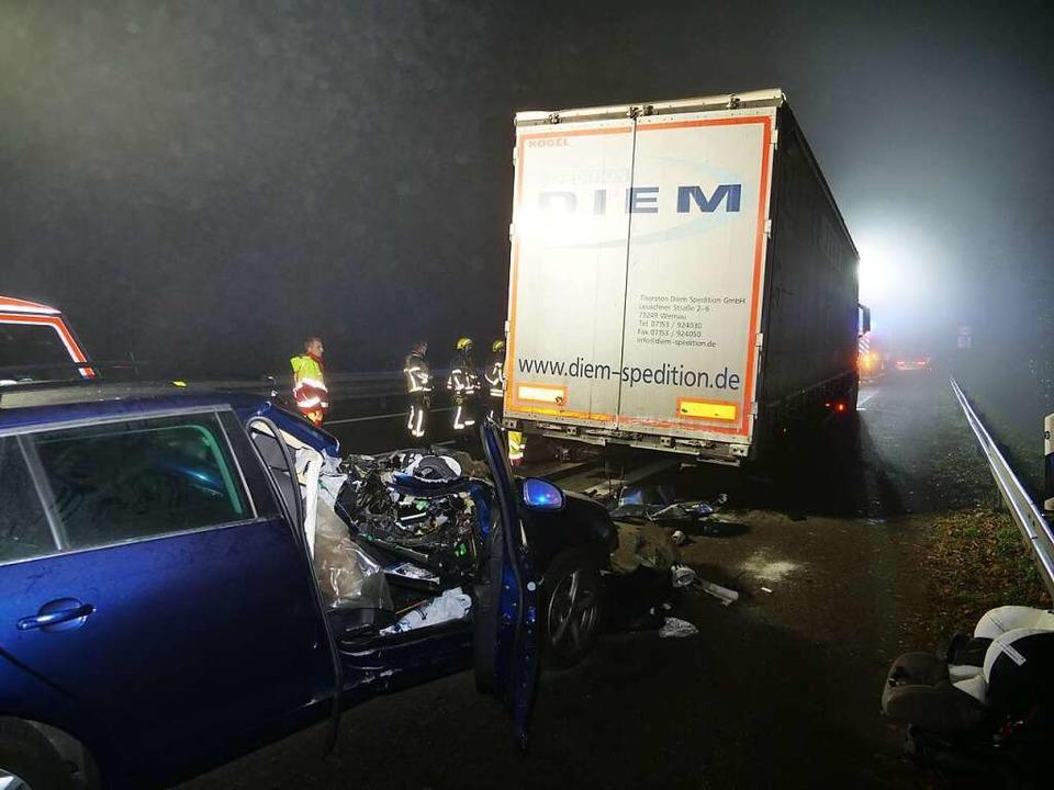 Die beiden Insassen des Schweizer Pkw wurden bei dem Unfall verletzt.  | Foto: kamera24.tv