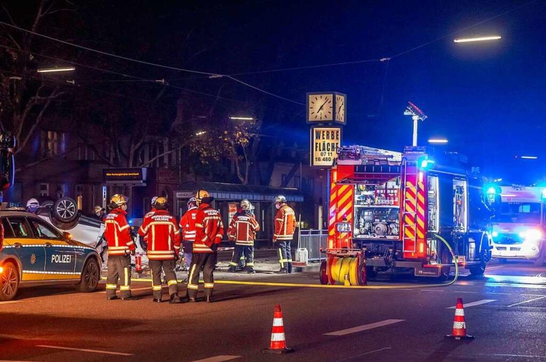 Die Unfallstelle in Karlsruhe, an der ...ährige mit dem SUV überschlagen hatte.  | Foto: Aaron Klewer (dpa)
