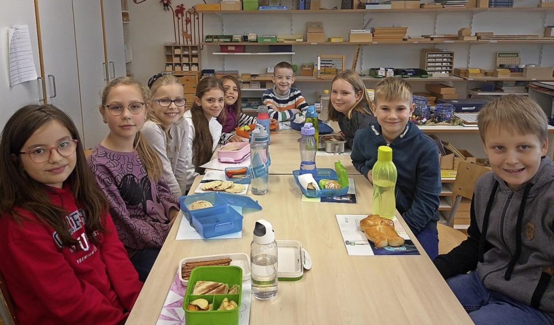 Lecker und umweltbewusst: die Klasse F7 beim nachhaltigen Frühstück  | Foto: Privat