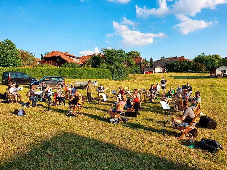 Proben im Freien waren für Rötenbacher Musiker im Juni möglich.   | Foto: Liane Schilling