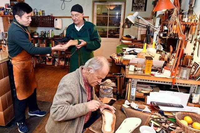 Freiburger Sandalenmacher geht mit 80 Jahren in den Ruhestand