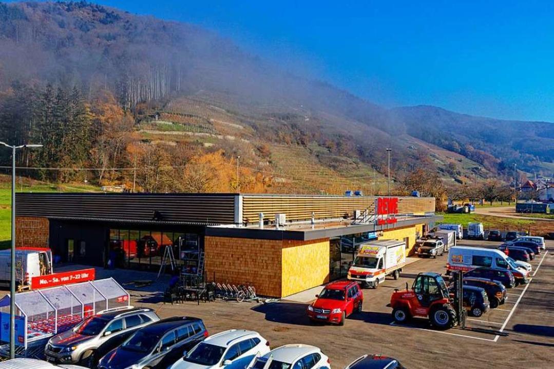 Einen Tag vor Eröffnung des neuen Rewe...Betrieb auf dem Gelände in Glottertal.  | Foto: Bernhard Würzburger