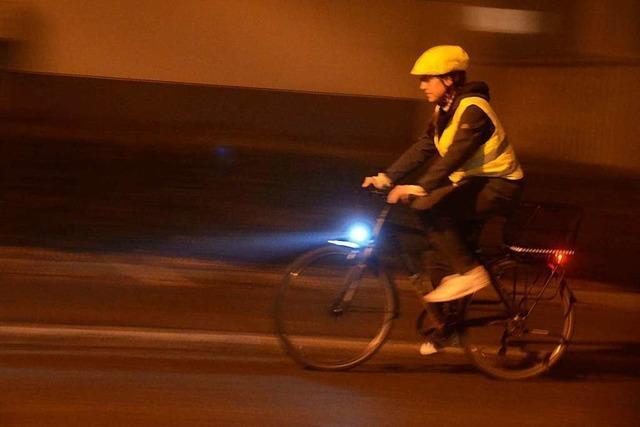 Radfahrer können einiges tun, um ihre Sichtbarkeit und Sicherheit zu erhöhen