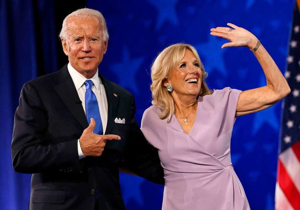 Joe und Jill Biden bei einer Wahlkampfveranstaltung im August.  | Foto: WIN MCNAMEE (AFP)