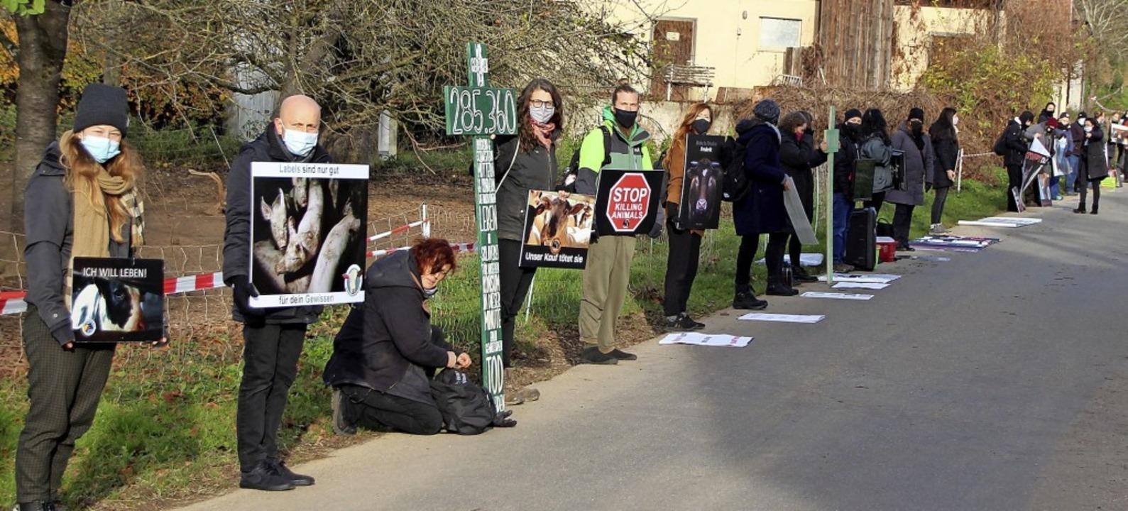 Tierschutz-Aktivisten veranstalteten v...Teilnehmer waren zur Aktion gekommen.     Foto: