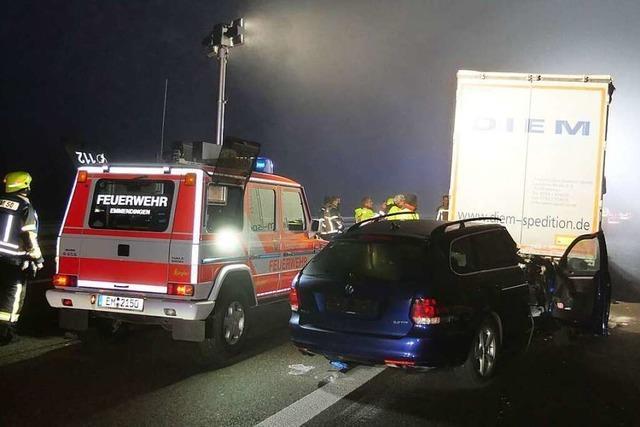 Lkw-Fahrer half, geraubten Lastzug auf der A5 bei Riegel zu stoppen