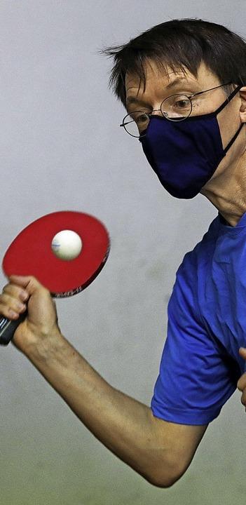 Spiel mit Maske: Gesundheitsexperte Karl Lauterbach  | Foto: Oliver Berg (dpa)