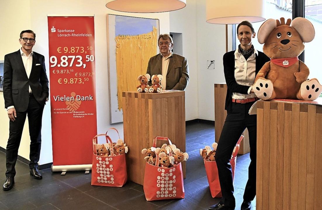 Spendenübergabe mit Rainer Liebenow, Eduard Krause und Silke Günther  | Foto: Barbara Ruda