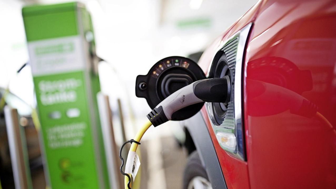 Schritt für Schritt  will der Car-Shar...Flotte auf Elektrofahrzeuge umstellen.  | Foto: Martin Gerten (dpa)