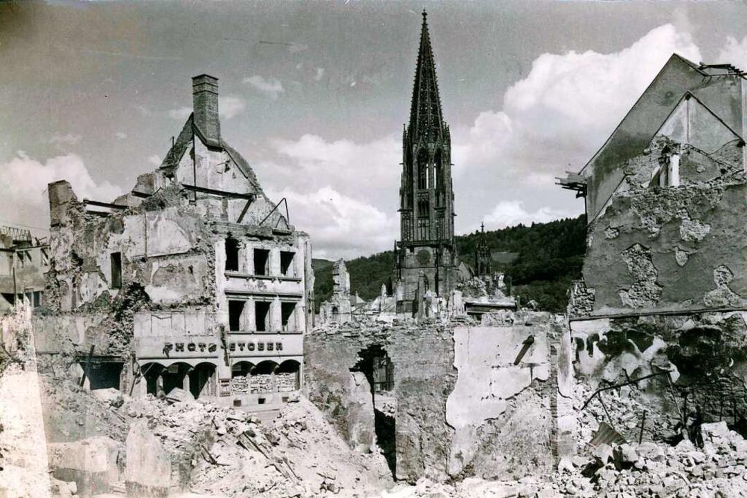 Das ausgebombte Geschäft von Photo Stober  | Foto: Manfred Gallo
