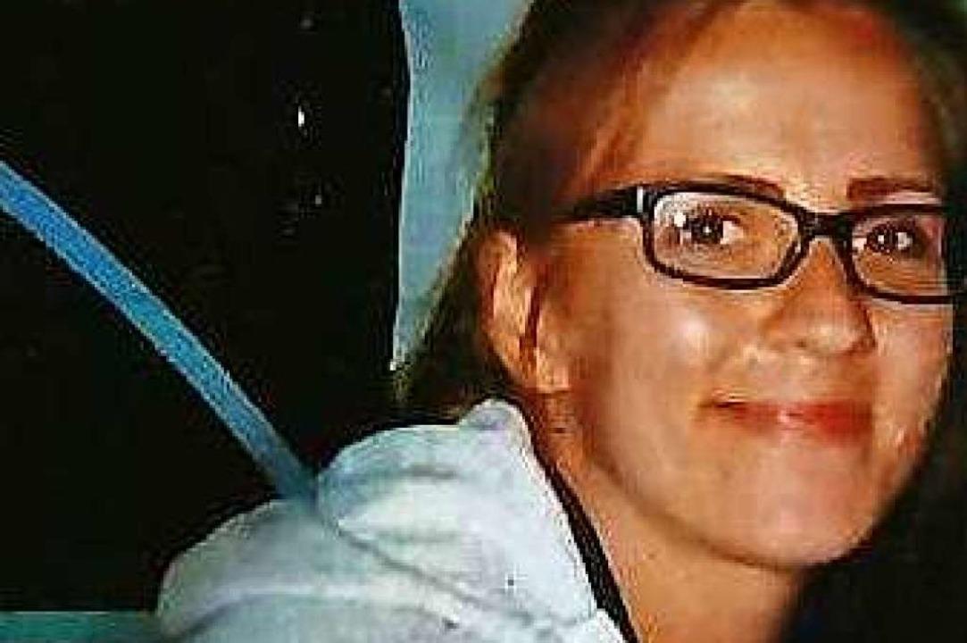 Tamara S. ist Brillenträgerin und träg...stens hinter dem Kopf zusammengefasst.  | Foto: Polizei
