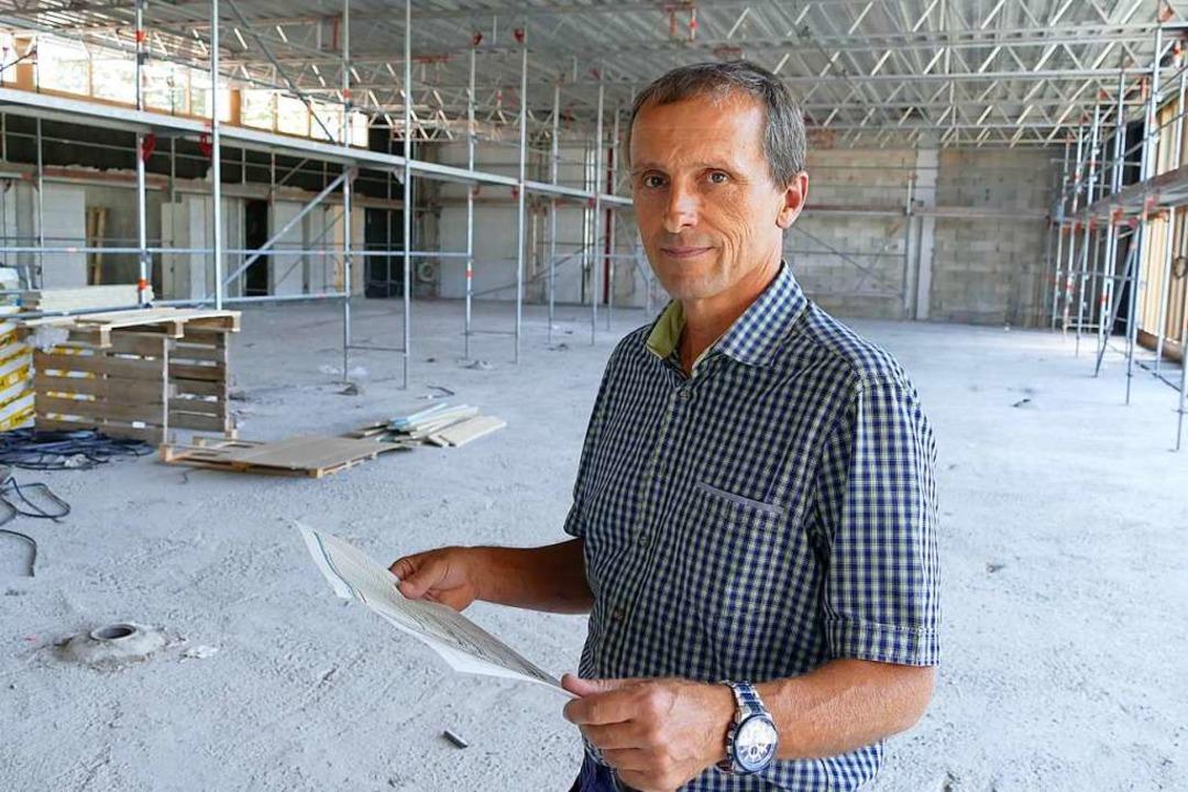 Da war er noch Bauamtsleiter in Gundel...Müller in der Sporthalle der Gemeinde.    Foto: Max Schuler