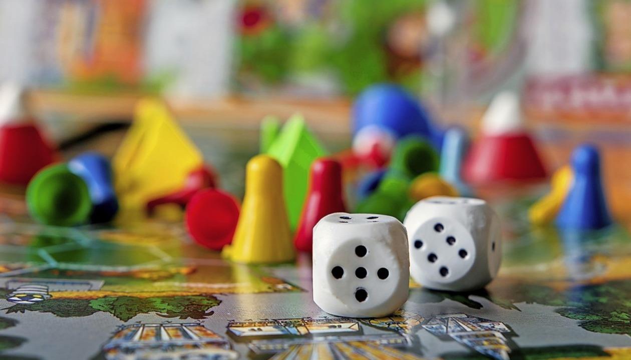 Die Würfel sind gefallen: Bei Legacy-S...e Spieler tief in eine Geschichte ein.  | Foto: shintartanya  (stock.adobe.com)
