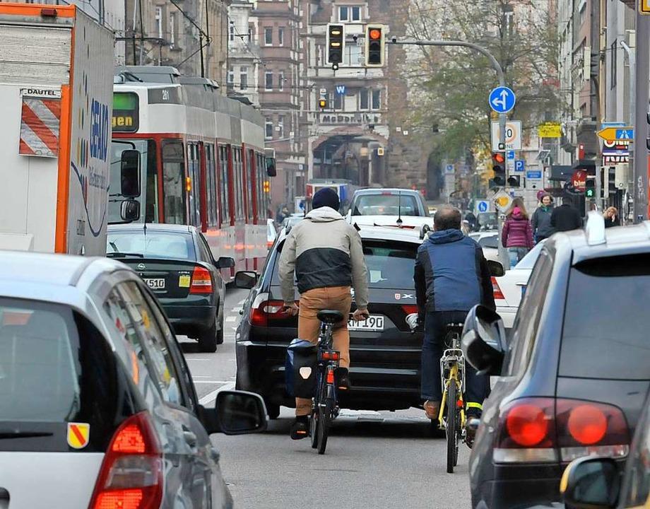 Radfahren auf der Günterstalstraße in ...Martinstor wird sicherer. (Archivbild)    Foto: Michael Bamberger